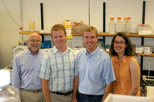 Phil Bermal so sánh việc tìm ra Vaccine chống HIV/AIDS